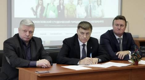 Вячеслав Макаров проверил условия проживания студентов в межвузовском студенческом городке в Московском районе