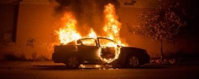 ОНДПР Адмиралтейского района напоминает,  как действовать при возгорании автомобиля