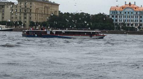 Теплоходная прогулка по большой Неве: «О Петербурге в шутку и всерьёз»
