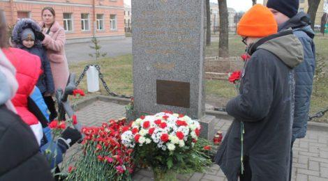 27 января у ГБОУ Лицей № 281 прошёл митинг и традиционное возложение цветов к обелиску погибшим работникам и служащим военного порта, посвященные 77-й годовщине прорыва блокады Ленинграда и 76-й годовщине полного освобождения Ленинграда от фашистской блокады в годы Великой Отечественной войны