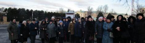 Жители нашего округа отправились на экскурсию в «Константиновский дворец