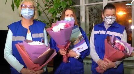 Накануне глава Адмиралтейского района Сергей Оверчук вручил цветы и объявил благодарность бригаде отделения Скорой помощи при поликлинике №24 нашего района.