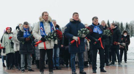 Церемония возложения цветов в рамках акции #ЗащитимПамятьГероев